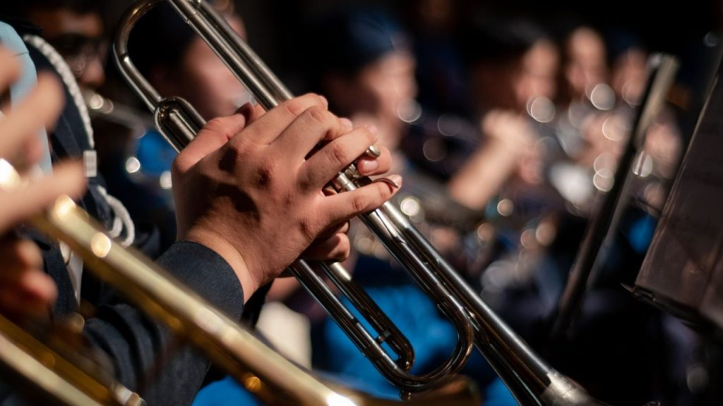 A picture of individuals playing the trumpet